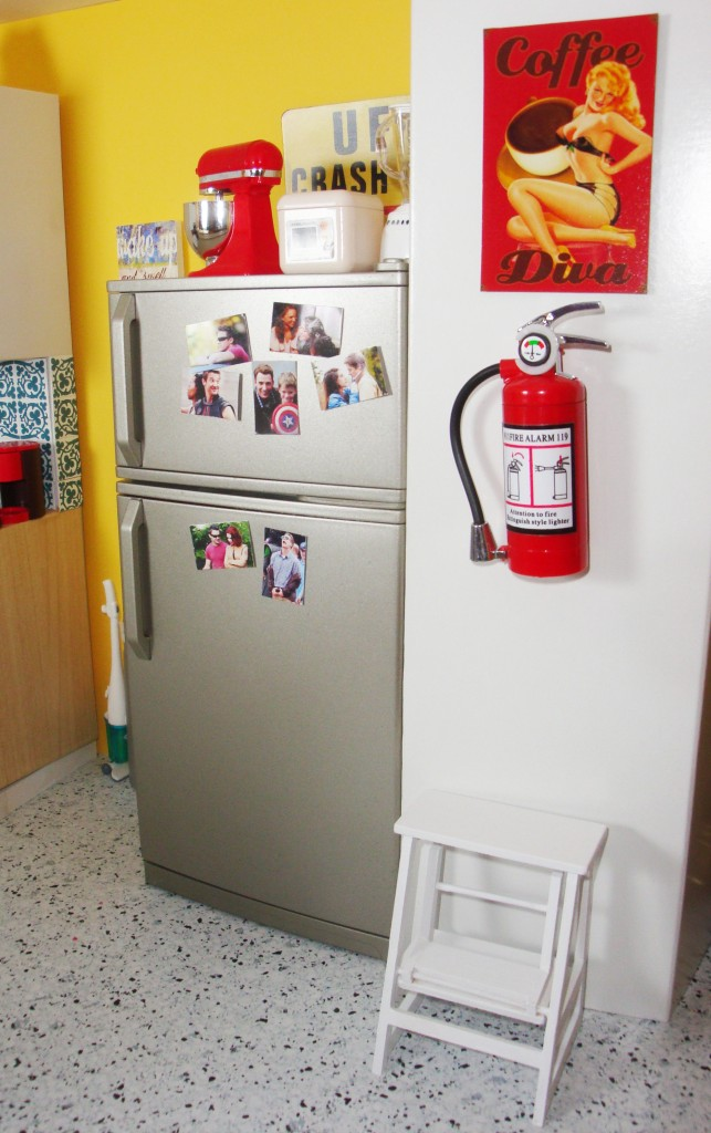 Candid photos of the Avengers, and tin signs (aka magnets) add a touch of Darcy Lewis' personality to her kitchen, and tells you about the important people in her life.